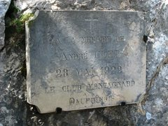 Rock Climbing Photo: Memorial plaque on Les Trois Pucelle