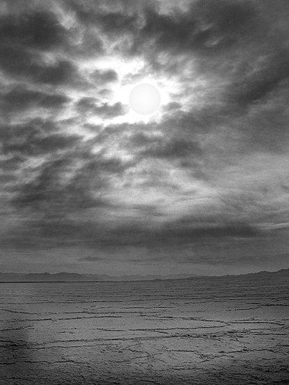 Amboy sky.<br> Photo by Blitzo.