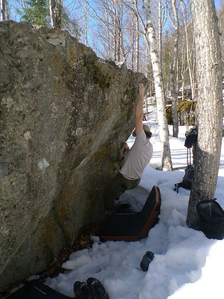 Todd Helgeson warming-up on Mosquitoes in Winter V1+, at the Frostbite Boulders, AK.