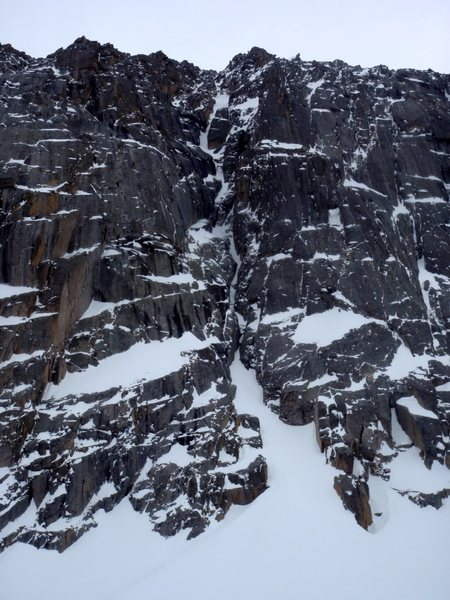 And another photo showing the chimney systems right of Hourglass Couloir more clearly.