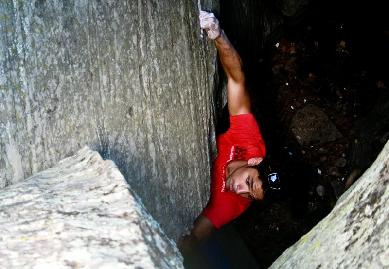 Rock Climbing Photo: Frank turning the corner on Tornado.