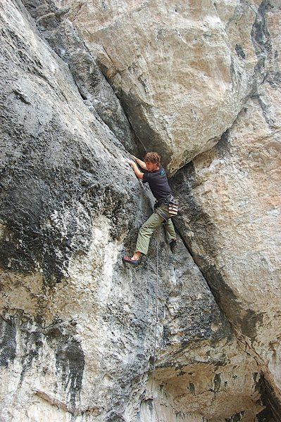 Rock Climbing Photo: Sean on Bloodline...same start as Bush Doc