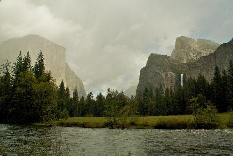 Rock Climbing Photo: Rain/mist in the Valley.