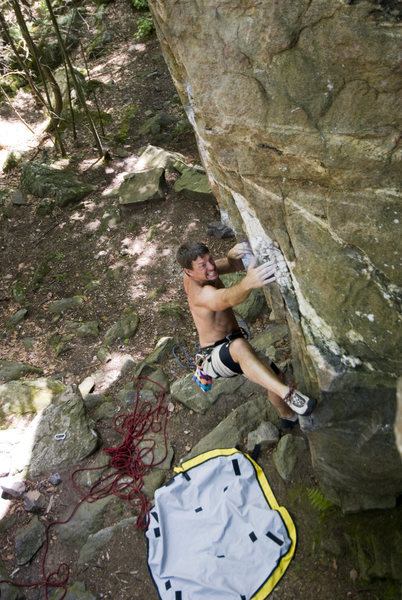 Ross Purnell heal hooking on the beginning moves of Spider Balls (5.10d)