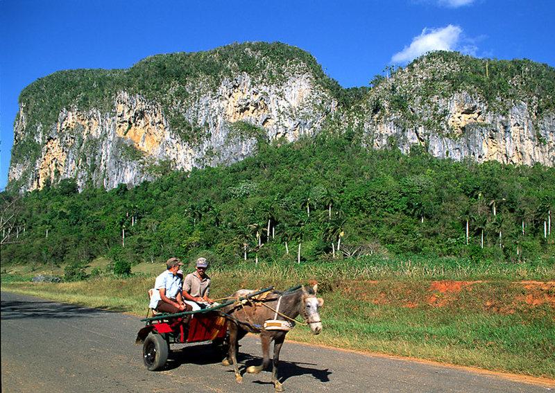 Guajiros passing Mogote de los Hoyos.