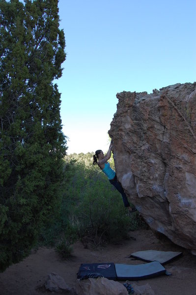 Rock Climbing Photo: Lindsey crushing the West Overhang.