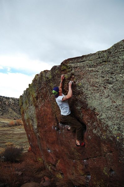 Jared LaVacque warming up on Lono, V1 at Matthew Winters Park, CO.