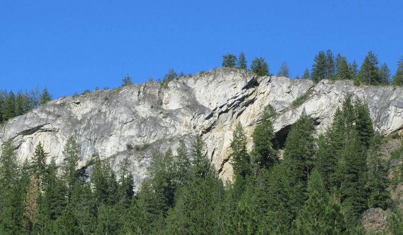 Rock Climbing Photo: Here's the cliff.  There's a little over 35 routes...