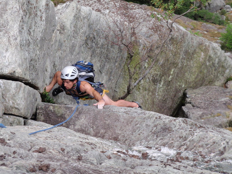 Baine on the last and only worthwhile pitch of The Daddy 5.6 at the Ampitheater in Linville Gorge NC