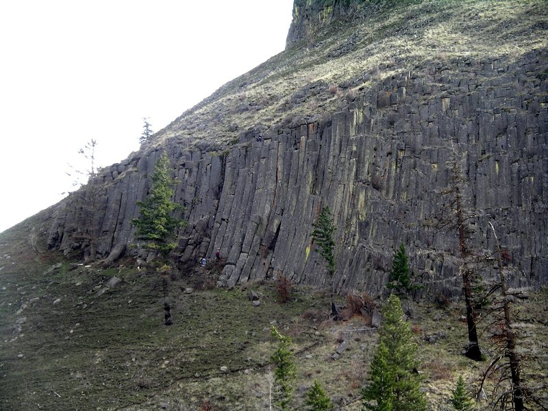 Climbers on The Bend's north end.  Cherry Bomb (5.10a) to the left, and People, Places, and Things (5.8) on the right.