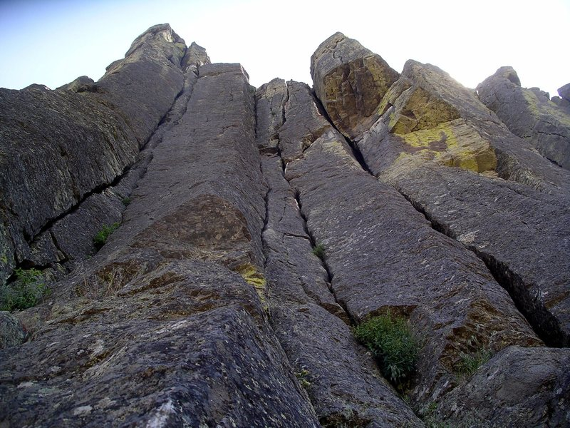 Rock Climbing Photo: Twin Cracks climbs the cracks on the left side of ...