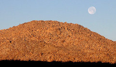 Rock Climbing Photo: Moon setting over The Iron Sausage. Photo by Blitz...