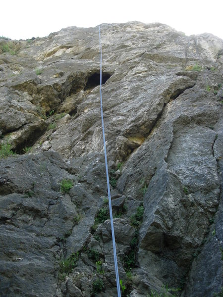 Régi idők at Róka Hegy.  The route goes straight up to the big cave, skirts around to the right, then comes back up and finishes straight overhead.