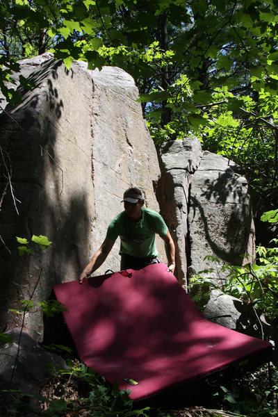 Rock Climbing Photo: Eric sets up pads @ Buzzbomb in Boomtown, a new se...