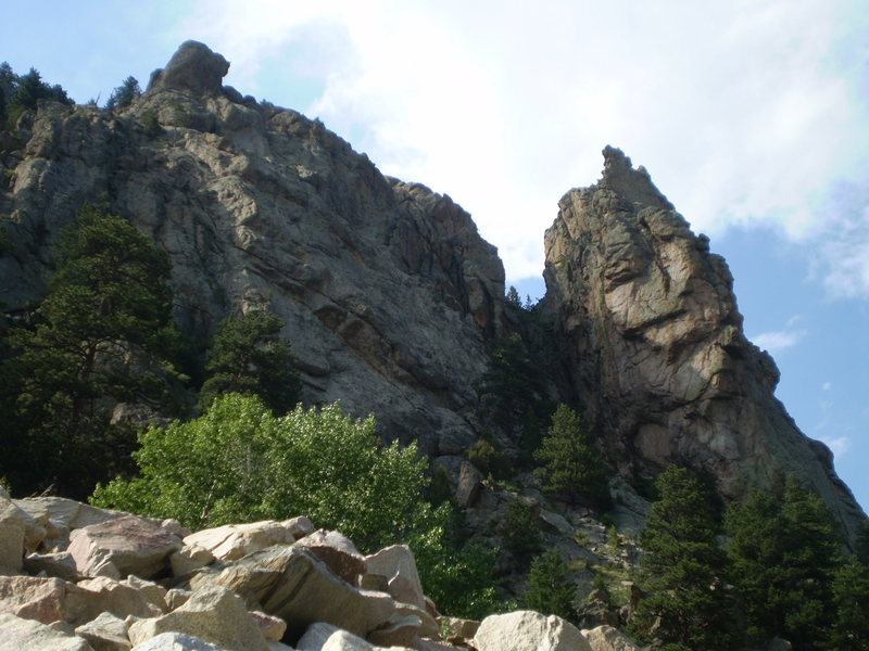 Rock Climbing Photo: This shows Mary's Bust - left buttress and the Wes...