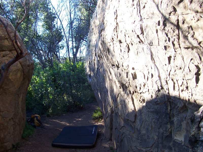 Corridor between the Buzzzz Boulder (left) and the back side of the Ant Boulder (right).