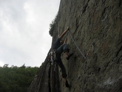 Rock Climbing Photo: Eric Albers on the opening moves of Kingdom Come 5...