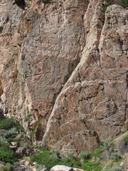 Arrowhead formation (facing the Island). Two routes start from the 'point'. Redhead(5.12+) on the left, arrowhead on the right (5.11), after the initial crack/dihedral.
