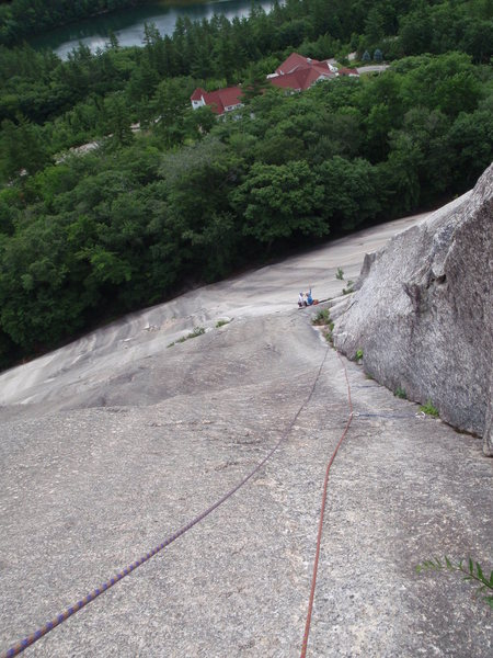 "Looking down the arch on Standard Route from ""the mailbox"".  If you've got a 60m and you're coming up the arch and not the quartz pocket variation, do a semi-hanging belay here, you won't reach the thread-belay.  70m rope might make it."