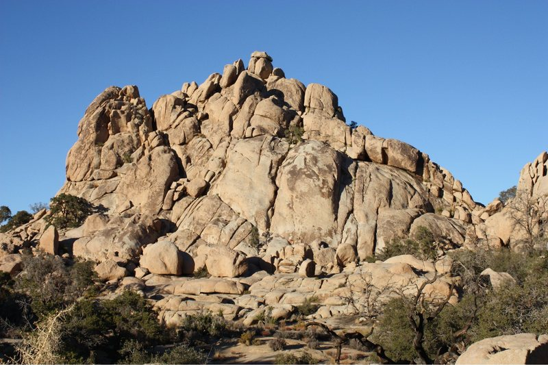 Rock Climbing Photo: The west side of Dihedral Rock, Joshua Tree NP