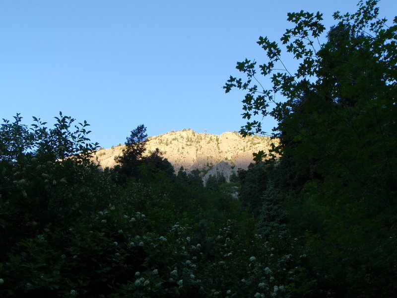 Rock Climbing Photo: Mule Hollow Wall at Dawn