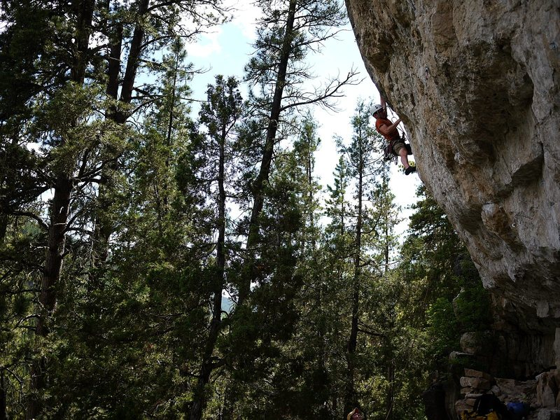Rock Climbing Photo: Ce on crosscountry.  Super fun route.  Very overha...