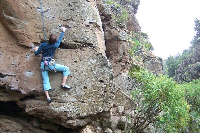 Climbing at Arico, Arriba sector.  Unknown V.