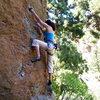 Mi chica escalando en Arico, Arriba.