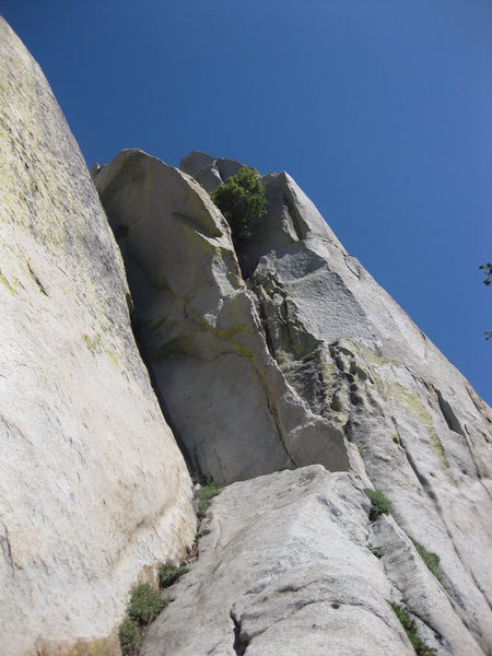 Rock Climbing Photo: Dragon's Back goes up the sharp-thin arete in the ...