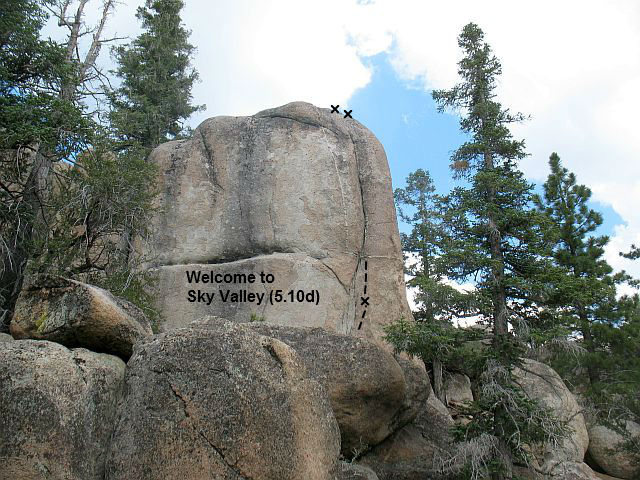 Rock Climbing Photo: Welcome to Sky Valley (5.10d), Holcomb Valley Pinn...