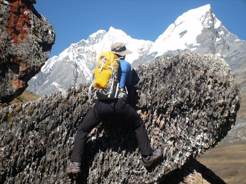 Rock Climbing Photo: Huayhaush trek trailside boulder sesh!