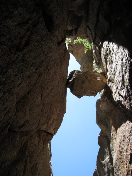 Rock Climbing Photo: Looking directly up at the chimney pitch, and the ...