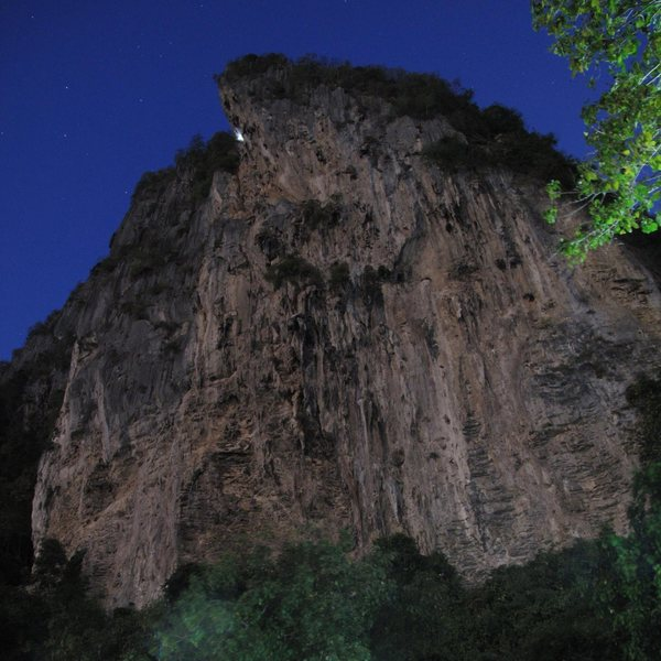 Re-bolting at night, Tonsai Tower