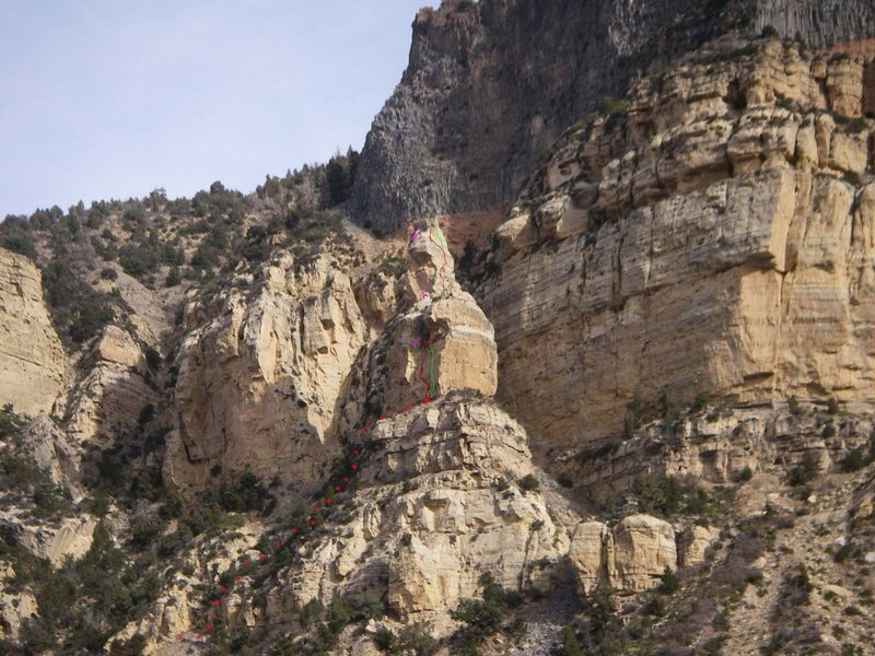 Rock Climbing Photo: The red line is the first ascent line.  The green ...