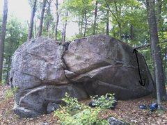 Flatline V2, on the Broken Heart Boulder.