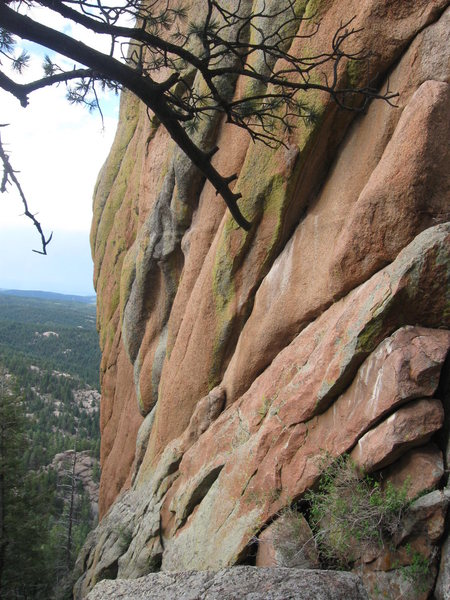 The arete is about 100', the gray stuff has numerous pockets