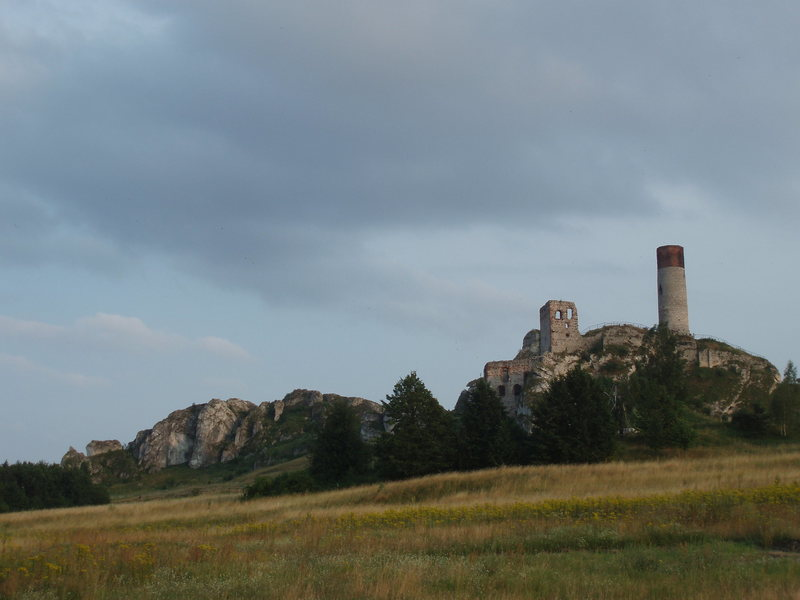 Rock Climbing Photo: The Olsztyn castle.  There are routes on the rocks...