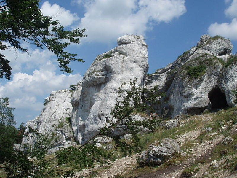 Turnia Nad Kaskadami, one of the more impressive rocks in the Mlynarzy section of Gora Zborow.
