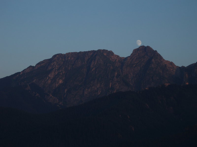 Giewont moon rise