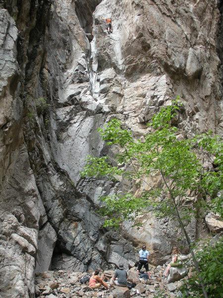 Rock Climbing Photo: Ladies oogle Jim leading Groove Tube.