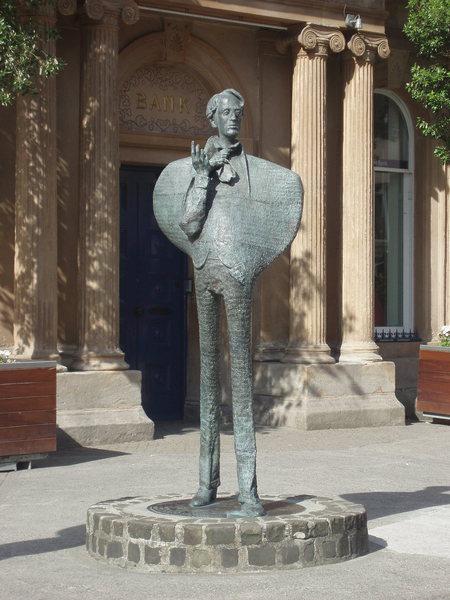 Rock Climbing Photo: Statue of Yeates in Sligo