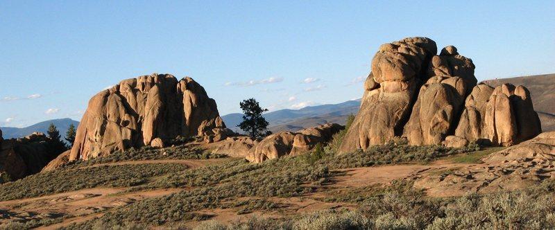 Rock Climbing Photo: Hartman rocks: Groove Rock and Super Slab.