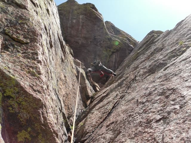 Rock Climbing Photo: Great stemming corner on pitch 4 below the huge ro...