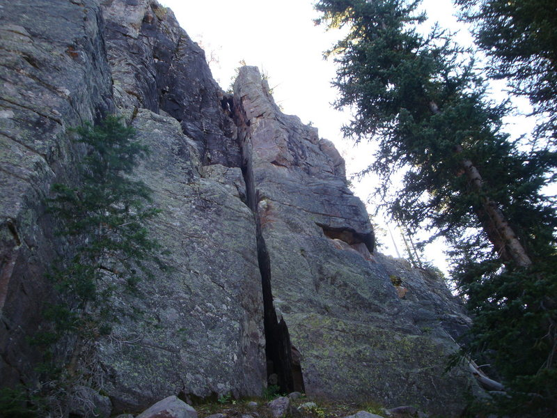 Rock Climbing Photo: The route runs up the right side of the chimney, e...