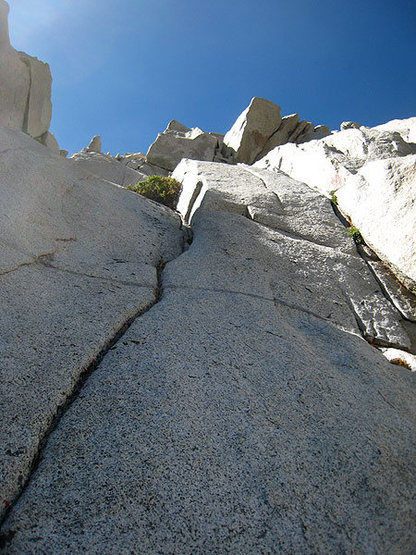 eastern side: not so enticing upon closer inspection - 25 ft runout and decomposing granite