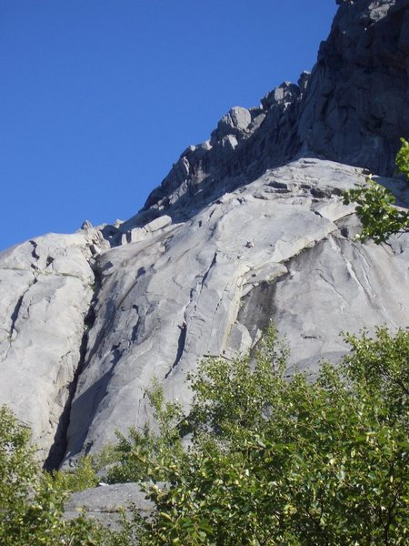 Bare blabaer buttress located on the left of lower side of the first photo of Pillaren