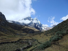 Rock Climbing Photo: Cordillera Huayhuash (Peru): heading out from Rond...