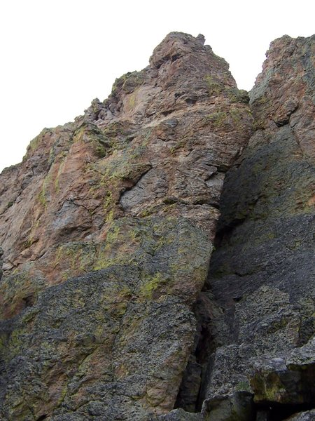 Rock Climbing Photo: After Shocks goes up the obvious arete.