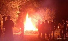 Rock Climbing Photo: 2010-08-28.  Bonfire at Miguels and everyone hangi...