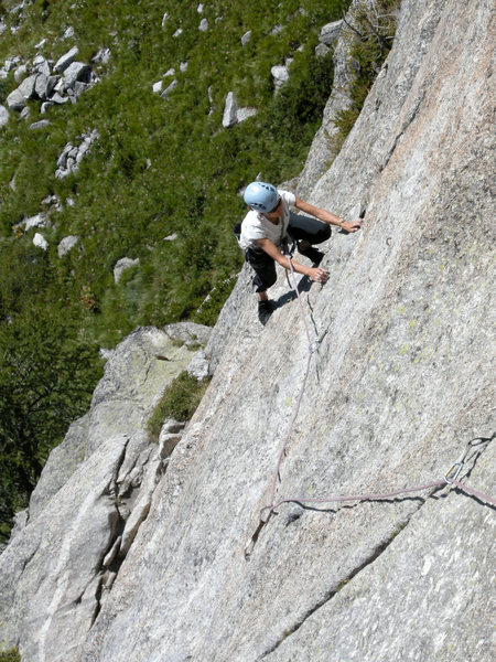 Ursi traverses to finger crack in pitch 3